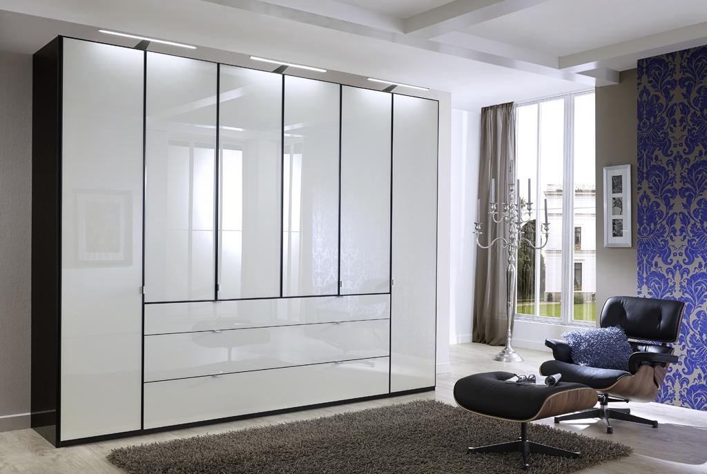 EASTSIDE 14610 15 FuDTS300cmH236cmArt.Nr .214857 schwarzFront Glas weißAufleistungen schwarz - Dulap Eastside (Wiemann)