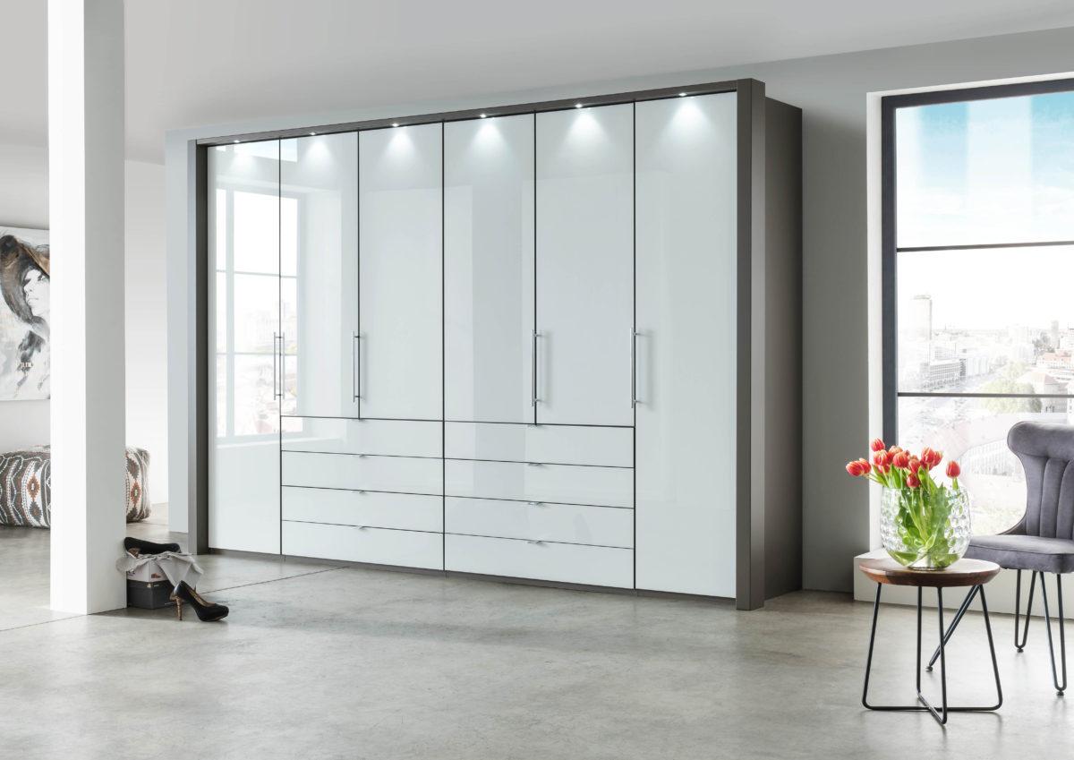 LOFT Havanna D.Front Glas weißB300cmH236cmmittig 8 SK geschlossen 1200x849 - Dulap Loft (Wiemann)