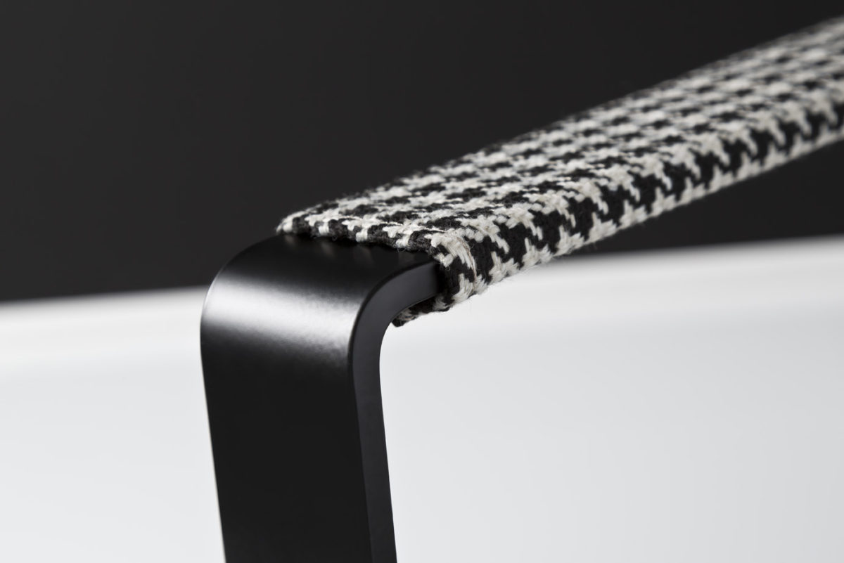 Mitchell Armlehne Classy black 1200x801 - Fotoliu Mitchel 3C Candy Polstermoebel