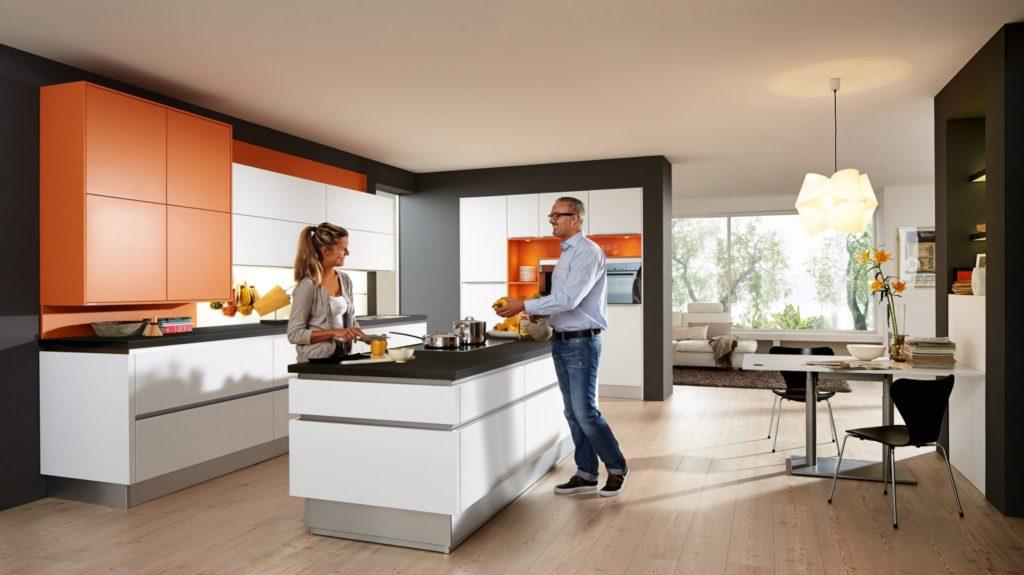 2756c618abac6c790e2aee021bbe360a 1024x575 - Белая кухня – 7 идей дизайна и практические советы.