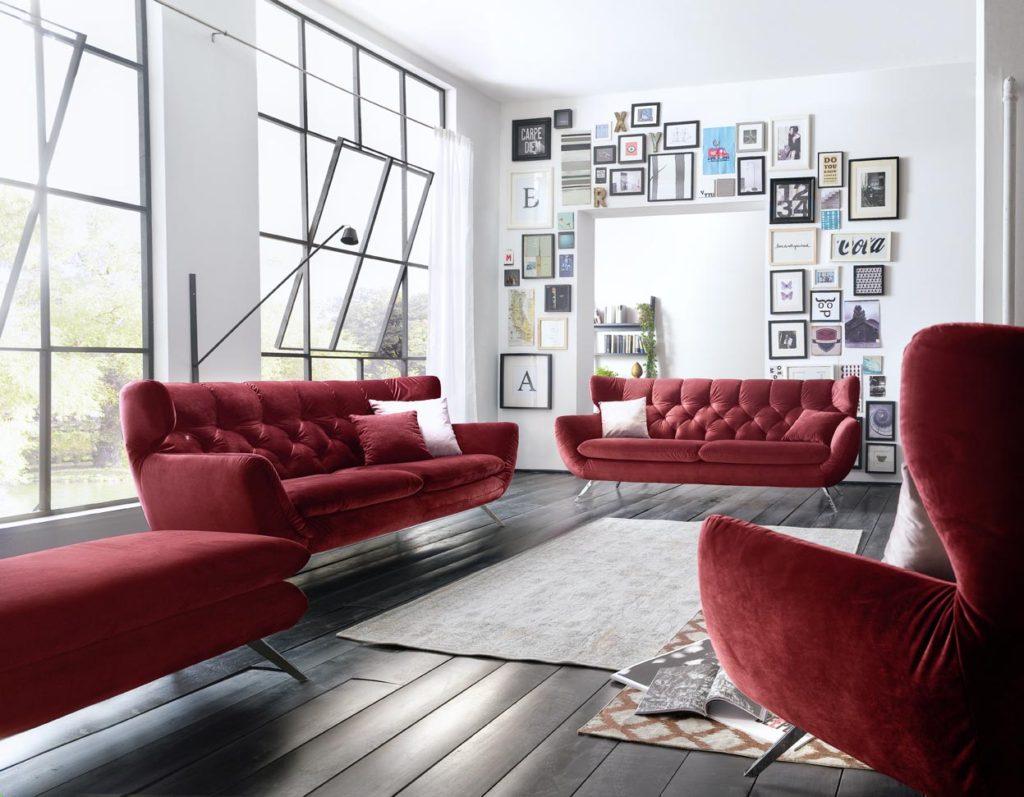 Sixty 325 Velvet red ohne Namen 1024x797 - Велюровые диваны и спальни, их плюсы и минусы.
